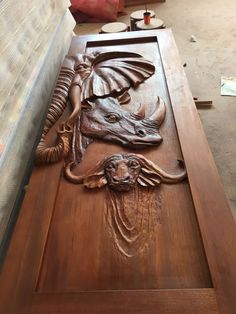 Easy Woodworking Projects, Woodworking Furniture, Built In Bookcase, Diy Pallet Furniture, Small House Design, Home Design Plans, Wooden Doors, Door Design, Wood Carving