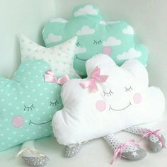 coussin chat faisant la sieste Sleeping Stuffed Cat Pillows Toy (Inspiration, No Pattern, No Tutorial) Cute Pillows, Baby Pillows, Kids Pillows, Quilt Baby, Sewing Patterns Free, Free Sewing, Doll Patterns, Sewing Pillows Decorative, Diy Bebe