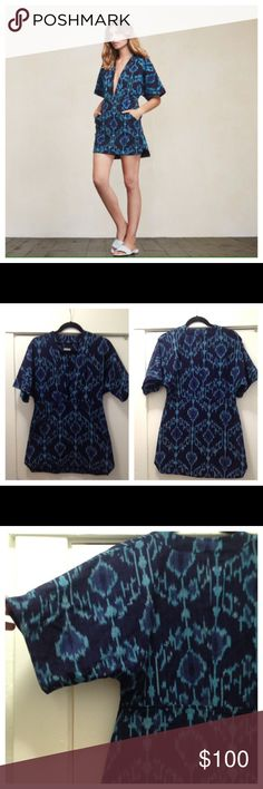 Reformation Azura tunic blue ikat size XS Reformation made a super cute breathable tunic/dress. Loose fitting tunic with a deep v neckline, kimono sleeves, and side slant pockets-linen blend/surplus linen fabric. Retails at $148 Sold out!! Size XS good used shape!! Reformation Dresses