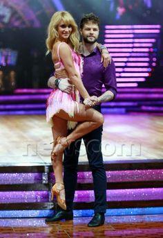 Jay e @AlionaVilani em ensaio fotográfico para a turnê do Strictly Come Dancing. #TeamJaliona