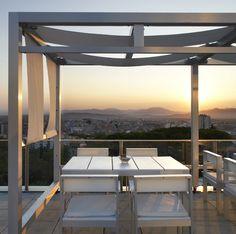La terraza del AC Palau de Bellavista se sitúa en #Girona, concretamente en la zona de Pedralbes. Su situación privilegiada hace que puedas disfrutar de unas vistas impresionantes.