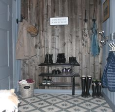 we life is good Winter Lodge, Scandinavian Living, Mudroom, Modern Rustic, Entryway Bench, Life Is Good, Home Goods, Relax, Flooring