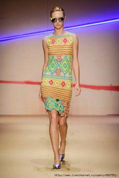 Яркое платье от Laura Biagotti. Обсуждение на LiveInternet - Российский Сервис Онлайн-Дневников