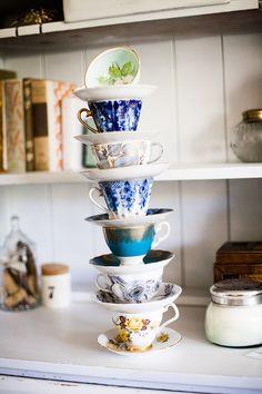 mismatched tea cups (via Beelog)