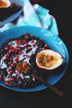 Black Sticky Rice with Pomegranate + Passionfruit {street food monday} Gourmet Breakfast, Vegan Breakfast Recipes, Healthy Recipes, Recipes With Coconut Cream, Asian, Fun Desserts, Street Food, Love Food, Sweet Recipes