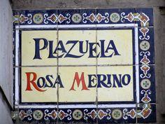 Cacería Tipográfica N° 9: Mosaicos en el Teatro Municipal, Lima, indicando la ubicación de la Plazuela Rosa Merino.
