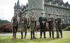 Downton Abbey at Inveraray Castle in Scotland: Lord Grantham (Hugh Bonneville, third from left) and Matthew Crawley (Dan Stevens, second from right) as the family visit their Scottish cousins at Duneagle Castle in the Season 3 finale Christmas special. Gaia, Downton Abbey Castle, Downton Abbey Season 3, Inveraray Castle, Downton Abbey Costumes, English Castles, Special Pictures, Mens Fashion Week, Men's Fashion