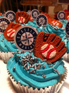 sports food / Seattle Mariners cupcakes / baseball