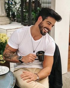 Enjoys a good joke and a perfect sense of humor ♥️😋 Mens Hairstyles With Beard, Cool Hairstyles For Men, Boy Hairstyles, Haircuts For Men, Blonde Haircuts, Beard Styles For Men, Hair And Beard Styles, Beautiful Men Faces, Gorgeous Men