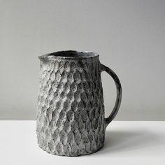 Stunning dry Kohiki flower petal jug, just arrived as part of a wonderful selection of work from the talented Akiko Hirai.  #ceramics #handmade #handcrafted #handthrown #craft #craftmanship #kohiki #japaneseceramics #akikohirai #london #maudandmabel #jug #texture #glaze