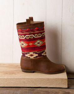 navajo boots...almost as nice as my very own Moroccan carpet ones from http://www.lasdalias.es/