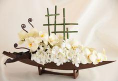 Spring floral centerpiece by Preston Bailey: white blooms Branch Centerpieces, Floral Centerpieces, Floral Arrangements, Table Flowers, Diy Flowers, White Wedding Flowers, Floral Wedding, Flower Shop Names, San Francisco Florist