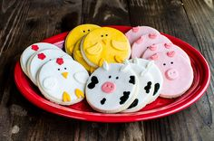 Like the idea of doing some barn animals in cookies and some in cake/brownie pops. No Bake Sugar Cookies, Royal Icing Cookies, Cut Out Cookies, How To Make Cookies, Cupcake Cookies, Animal Cupcakes, Farm Animal Cakes, Farm Animals, Farm Cookies
