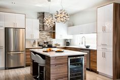 6 ideas for choosing or relooking your kitchen credenza - My Romodel Modern Kitchen Cabinets, Kitchen Cabinet Design, New Kitchen, Kitchen Dining, Kitchen Decor, Kitchen Ideas, Awesome Kitchen, Beautiful Kitchen, Kitchen Furniture