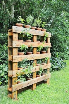 If you are looking for Diy Projects Pallet Garden Design Ideas, You come to the right place. Below are the Diy Projects Pallet Garden Design Ideas. Diy Pallet Projects, Garden Projects, Backyard Projects, Potager Palettes, Backyard Landscaping, Landscaping Ideas, Florida Landscaping, Gardening Tips, Pallet Gardening