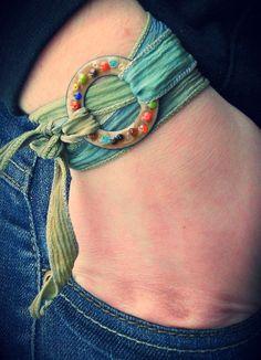 Enameled copper washer and silk ribbon [belt-style wrapped wrist band] Ceramic Jewelry, Enamel Jewelry, Ceramic Beads, Copper Jewelry, Polymer Clay Jewelry, Glass Jewelry, Wire Jewelry, Boho Jewelry, Jewelry Crafts