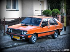 Polonez Car Polish, Old Cars, Car Pictures, Classic Cars, Vehicles, Europe, Sign, Fences, Projects