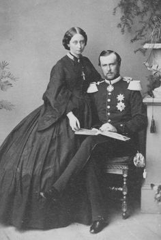 Unknown Person - Prince and Princess Ludwig of Hesse and by Rhine, in Darmstadt, July 1862 Victoria Family Tree, Queen Victoria Family, Queen Victoria Prince Albert, Victoria And Albert, Princess Victoria, Princess Alice, Royal Princess, Prince And Princess, Royal Photography