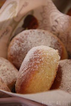 L'idée de faire des beignets sans bain d'huile me trottait depuis fort longtemps. La recette posée sur le coin du buffet, l'heure...