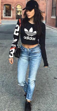 Street style look shay mitchell roupas adidas, calça jeans rasgada, looks com calça jeans Adidas Moda, Mode Adidas, New York Fashion, Teen Fashion, Runway Fashion, Moda Fashion, Fashion News, Le Style Shay Mitchell, Looks Adidas