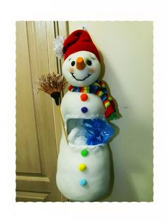 Kardan adamlı poşetlik (pet şişe değerlendirme) – 10marifet.org Plastic Bottle Crafts, Plastic Bottles, Diy Pet, Christmas Ornaments, Holiday Decor, Home Decor, Winter, Crafting, Pet Plastic Bottles