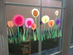 Blumen aus Transparent-Papier mit aufgemaltem Gras (Woody von Stabilo) * Frühling * Fensterdeko