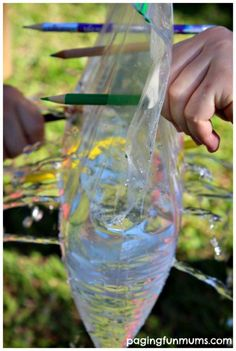 Leak Proof Bag Experiment for Kids Montessori Science, Preschool Science, Science Classroom, Classroom Ideas, Science Experiments Kids, Science Fair, Science For Kids, Stem Projects, Science Projects