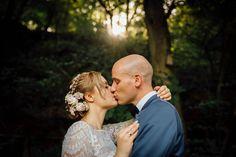 Standesamtlich heiraten kann soooo schön sein! Eine tapfere Braut mit Petticoat und kurzem Spitzenkleid und dann frisch vermählt ab in die frische Quelle ... erfrische und inspiriere dich an diesen tollen Aufnahmen!