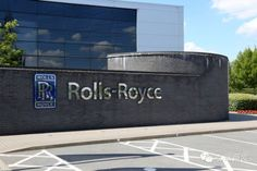 (18) One day in 2010, Rolls-Royce invited the team to visit their head office, which is located in the south of Derby. They thought this might be a good chance to know the company and went to England.