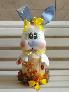 conejo en pote Recycled Crafts, Diy And Crafts, Merry Christmas, Christmas Ornaments, Biscuit, 3 D, Recycling, Easter, Baby Shower