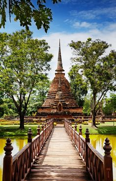 Sukhothai: The nearby ruins by the same name make this city a popular tourist destination. It was the first capital of Thailand during the 13th century. Currently, the architectural structures and monuments of the old city are preserved within the Sukhotai Historical Park.