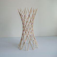 Skewer hyperboloid is part of architecture - 20 skewers 70 rubberbands Designer George Hart Craftsman Francesco Mancini Reference George Hart's website Toothpick Sculpture, Ribbon Sculpture, Sculpture Art, Architecture Model Making, Bamboo Architecture, Architecture Design, Parametrisches Design, Theme Design, Bamboo Structure