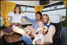 The Women Behind The Beatles ✨ — Linda and Paul McCartney with thier children. Paul Mccartney Kids, Mary Mccartney, Paul Mccartney And Wings, James Mccartney, Stella Mccartney, Denny Laine, Liverpool, Linda Eastman, Sir Paul