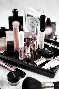 What�s In My Makeup Bag: September #beauty #makeup #makeupbag #beautyproducts #makeuplove