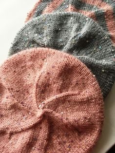 I have long wanted to knit beret in early autumn. Simple, without any tricks. And so that on the top Knitted Beret, Knit Beanie Hat, Crochet Beanie, Knit Crochet, Crochet Hats, Beanie Knitting Patterns Free, Knit Patterns, Diy Knitting Projects, Crochet Winter