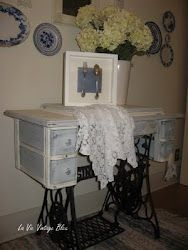 make your own chalk paint, trad. gesso or modern version, another idea in comments using latex + plaster of paris + waxing Shabby Chic Furniture, Painted Furniture, Homemade Chalk Paint, Sewing Cabinet, Antique Sewing Machines, Thrift Store Crafts, Blue Rooms, Sewing Box, Painting Cabinets