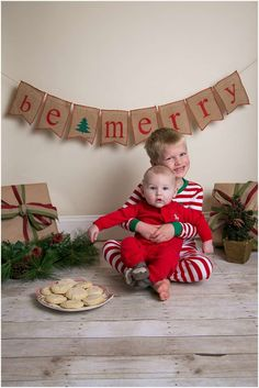 Christmas PJ's and Cookies Mini Session // ©kelsiannphotography // www.kelsiannphotography.com #christmasminisession #christmaspjs