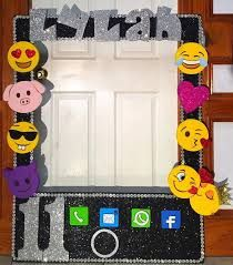 Check out these awesome emoji party ideas for birthdays and baby showers. 13th Birthday Parties, 11th Birthday, Birthday Fun, Birthday Emoji, Birthday Ideas, Emoji Theme Party, Party Time, Party Fun, Smiley