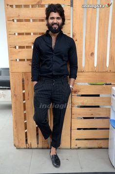 Actor Picture, Actor Photo, Mens Fall Street Style, Vijay Devarakonda, Mens Photoshoot Poses, Business Casual Attire For Men, Prabhas Pics, Vijay Actor, Bollywood Pictures