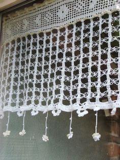 Rideau crochet fait main finesse des boucles et pluie de petites fleurs : Textiles et tapis par foux-elle