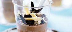 En dejlig variant af cheesecake som er virkelig nem og hurtigt at lave. Mini Desserts, Dessert Recipes, Cheesecake In A Glass, Mini Cheesecakes, Mousse, Panna Cotta, Pudding, Sweets, Dinner