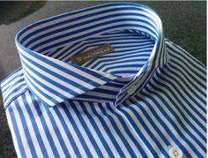 Camicia a righe bianche/azzurre in cotone doppio ritorto 140/2. Collo Cut Away e polsino singolo per gemelli.  Crea la tua camicia su misura ----> www.piacemolto.com