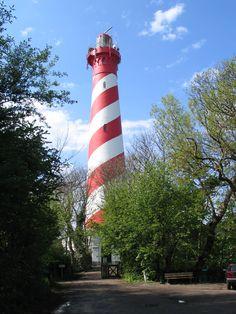vuurtoren Haamstede. Ontworpen door L. Valk, gebouwd in 1837. Is 53 meter hoog en heeft een lichthoogte van 58 meter, met 226 treden, één van de grootste vuurtorens van Nederland. Het radarbeeld wordt doorgestuurd naar de Kustwachtpost van Ouddorp.