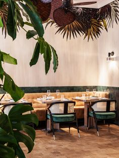 Klay Saint Sauveur : cocktails et healthy food à Montorgueil Design Bar Restaurant, Decoration Restaurant, Deco Restaurant, Luxury Restaurant, Restaurant Ideas, Pub Decor, Chinese Restaurant, Design Café, Cafe Design