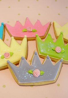 Crown Cookies~ By Tartas Cakes Haute Couture, Pink, blue, green, yellow Super Cookies, Iced Cookies, Easter Cookies, Birthday Cookies, Cupcake Cookies, Disney Princess Cookies, Disney Cookies, Pretty Pink Princess, Pink Princess Party