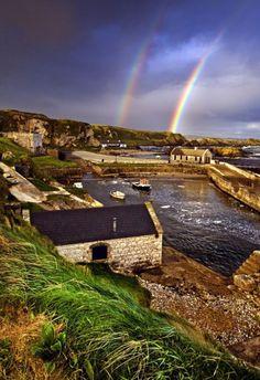 Le port de Ballintoy, Irlande du Nord