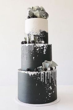 30 Black And White Wedding Cakes Ideas ♥ Black and white wedding cakes are never go out of style. It's always exquisitely & yet timeless. #wedding #bride #weddingcake