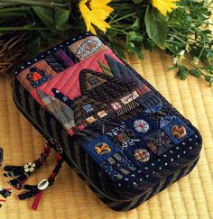 Japanese Patchwork, Patchwork Bags, Cash Wallet, Quilt Bag, Embroidery Bags, Patch Quilt, Cosmetic Bag, Diy And Crafts, Applique