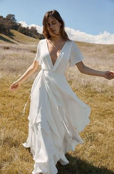 19 Wedding Dresses for the Minimalist Bride We love bold, statement-making wedding gowns, but there's something about minimalist wedding dresses that has us doing double takes. See our favorites now. Western Wedding Dresses, Boho Wedding Dress, Beach Wedding Attire, Mermaid Wedding, Wedding Dress Older Bride, Civil Wedding Dresses, Beach Weddings, Gown Wedding, Romantic Weddings