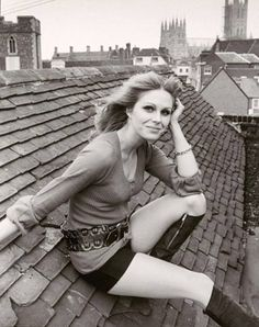 Julie Ege/ Jenny Hanley/ Anouska Hempel/ Joanna Lumley: James Bond's Jingle Belles Srinagar, Avengers Girl, New Avengers, Avengers Women, Joanna Lumley Young, British Actresses, Actors & Actresses, British Actors, Divas